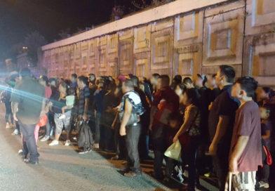 Rescatan a 132 migrantes en la Villahermosa-Cárdenas