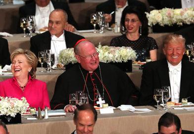 """Clinton y Trump """"liman asperezas"""" en una cena de caridad"""