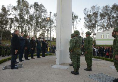 Alfonso Martínez encabezó Izamiento conmemorativo al Día de la Bandera