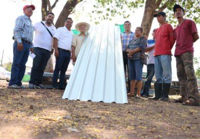 Entregan láminas galvanizadas a 400 familias