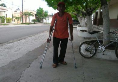 El Presidente Salvador Ruiz Ruiz entrego sillas de ruedas y aparatos ortopédicos