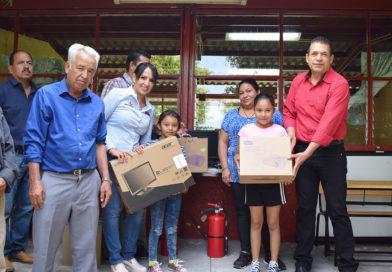 Entrega IIFEEM mobiliario y equipamiento a Primaria de Ecuandureo