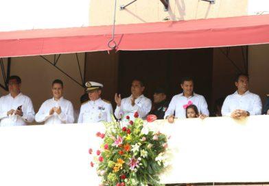 Disfrutan miles de apatzinguenses y pueblo michoacano de desfile cívico-militar