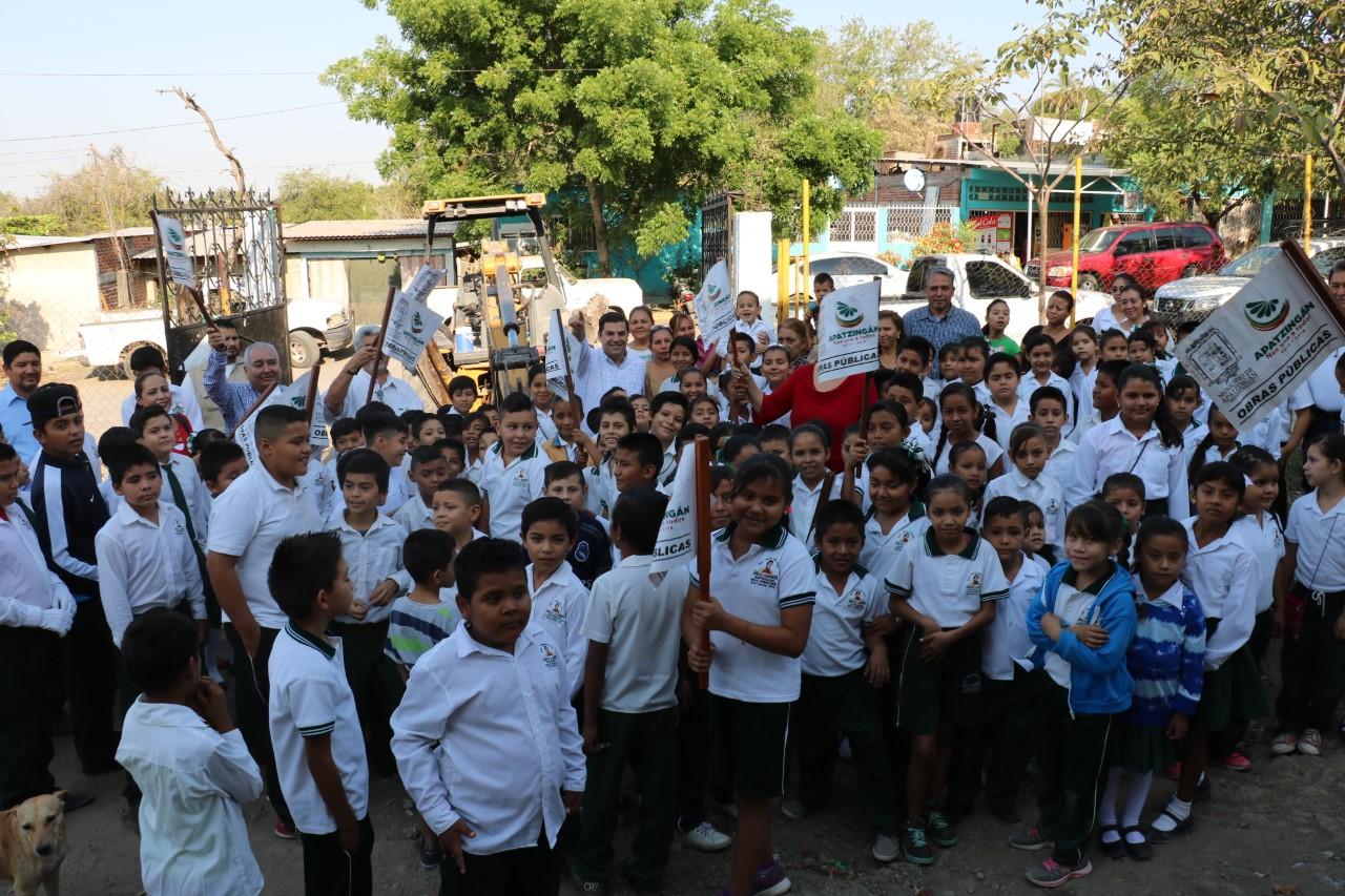 Inicia construcción de aulas y barda perimetral en tres escuelas