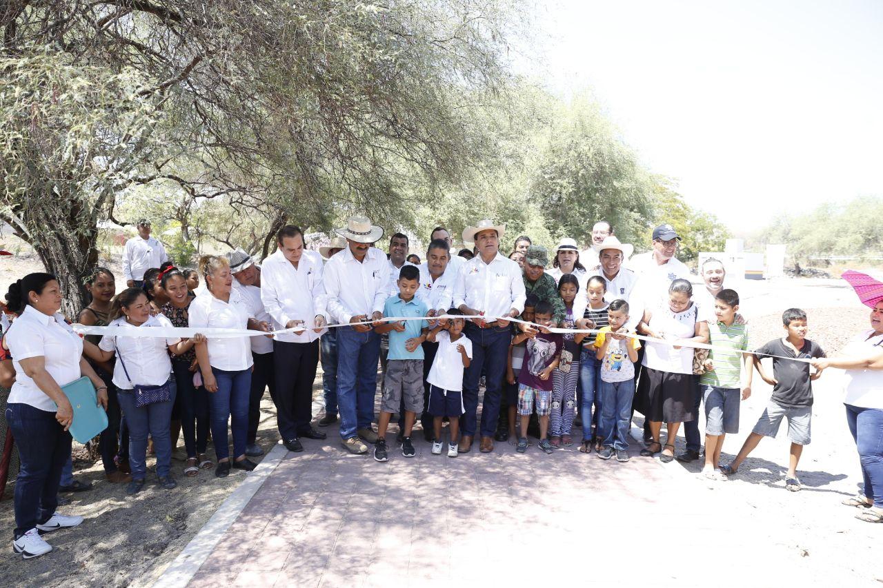 Inaugura y arranca obras Gobernador en Comunidad Modelo de Úspero municipio de Parácuaro