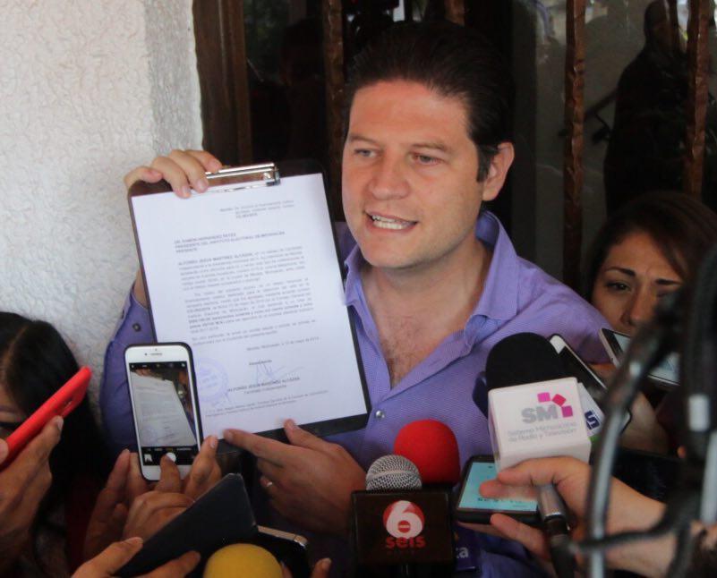 Alfonso Martínez renuncia a recursos públicos para campaña