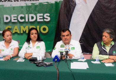 Retó Constantino Ortiz a candidatos a debatir en  un espacio abierto y convocó al IEM a organizarlo
