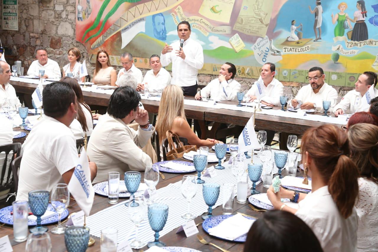 Sector empresarial, pilar para generación de empleos y servicios: Silvano Aureoles