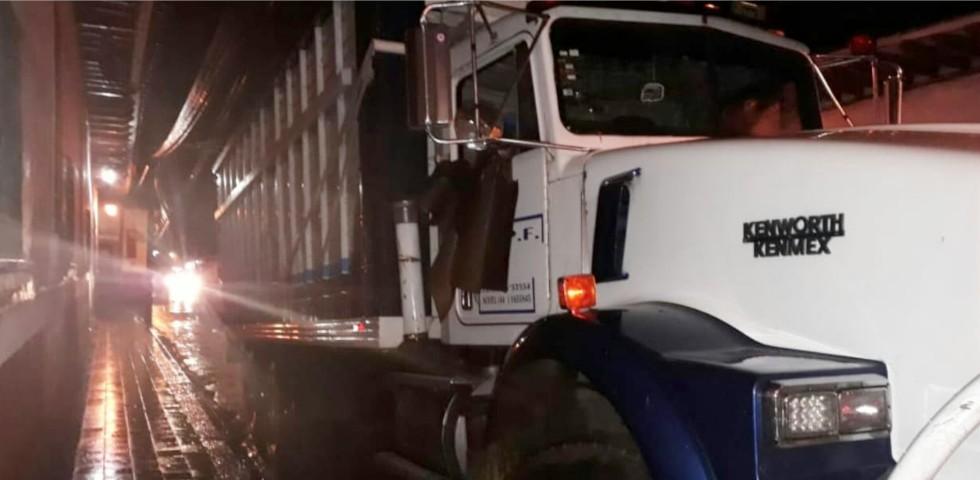 Recupera Policía Michoacán camión cargado con aguacate en Salvador Escalante