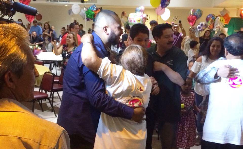 Familias de Aguililla y Sahuayo se reencuentran después de décadas.
