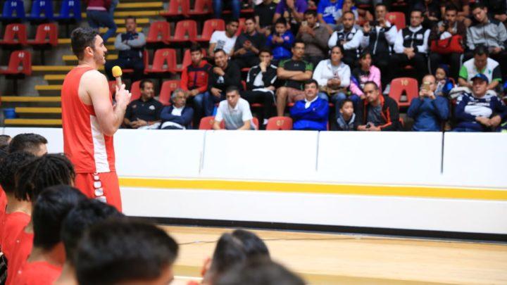 Comparten seleccionados nacionales de Básquetbol experiencias con ligas municipales