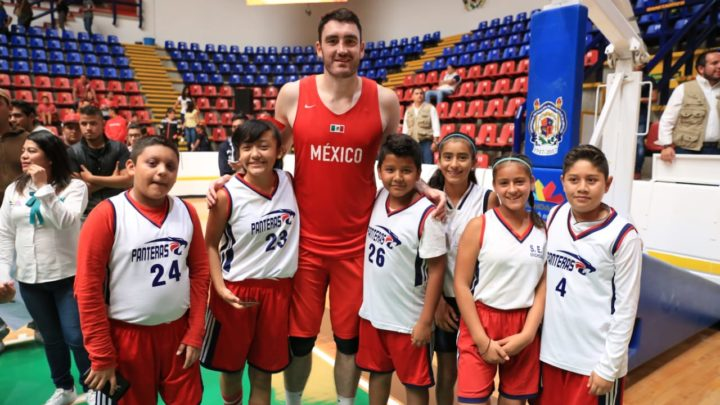 Cumplen seleccionados nacionales el sueño de basquetbolistas de Michoacán