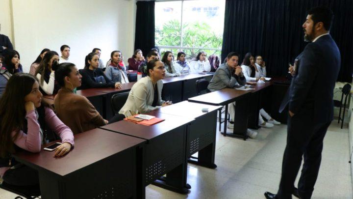Alumnos de la UVAQ reciben charla sobre prevención de adicciones