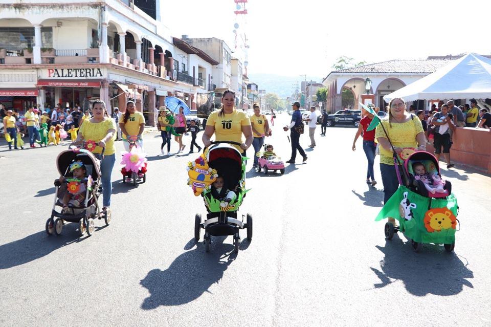 Con tradicional desfile se da la bienvenida a la primavera en Apatzingán