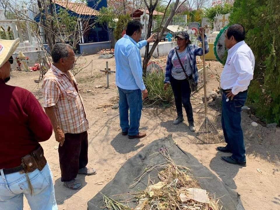 Se revisan trabajos de limpieza del Panteón de Apatzingán