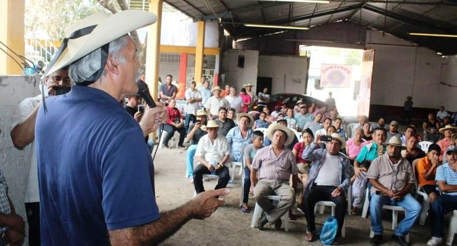 José Manuel Mireles Valverde continúa con sus giras en el interior del Estado, llevando un mensaje de paz y unidad a través de la Fundación Mireles